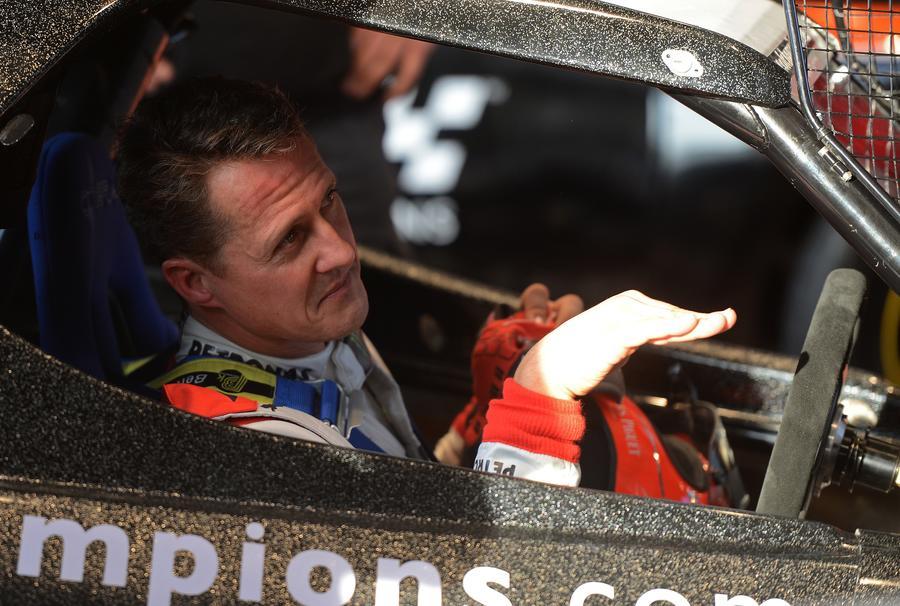 Известный гонщик Михаэль Шумахер госпитализирован с тяжелой травмой головы