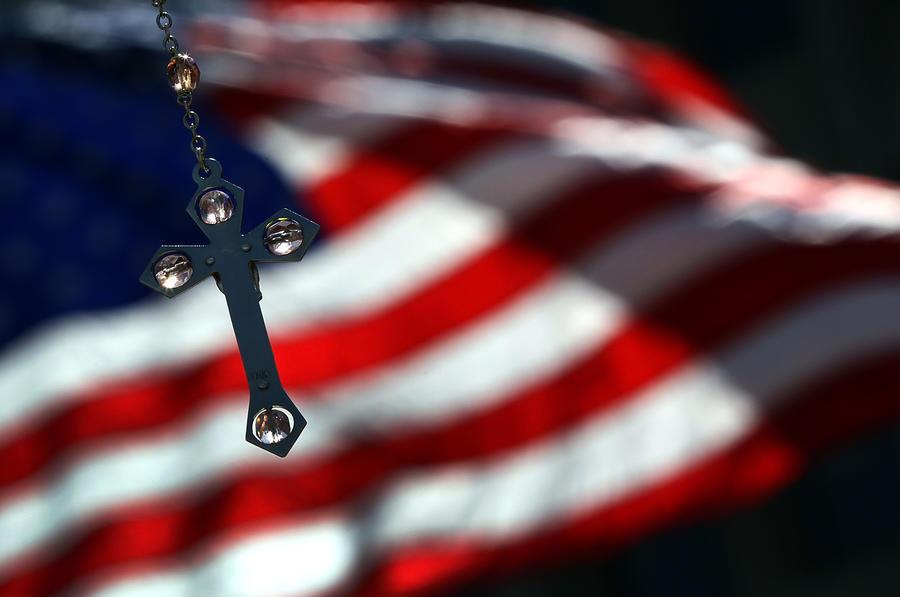 В США студентку-католичку попросили избавиться от нательного креста, чтобы не ущемлять права других учащихся