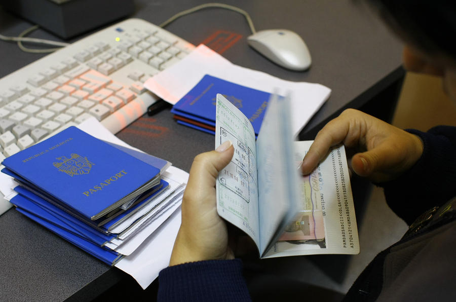Нелегальная ассоциация: украинцы подделывают молдавские паспорта для въезда в ЕС без виз