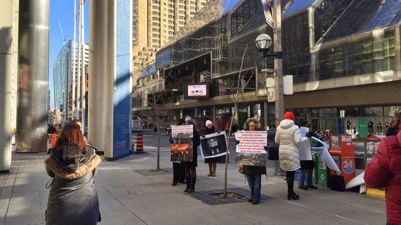 Жители Торонто у офиса телекомпании CBC выступили против замалчивания правды о ситуации на Украине