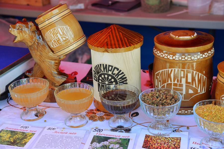 СМИ: Российские пчеловоды пообещали заменить иностранные сладости мёдом