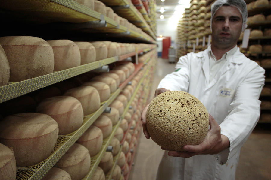 СМИ: Легендарный сыр ссорит США и Францию