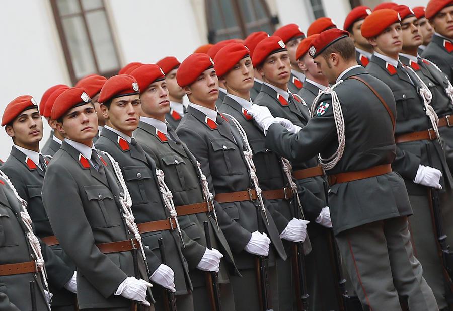 Австрийские офицеры считают, что страна вскоре станет беззащитной из-за сокращения военного бюджета
