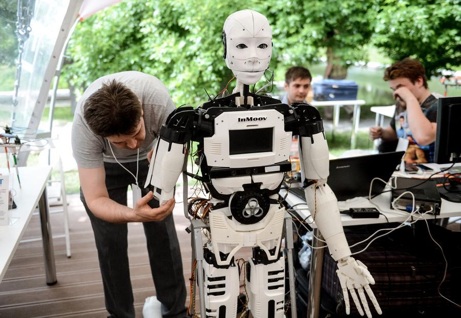 Учёные рассказали, какие специалисты первыми лишатся работы из-за роботов