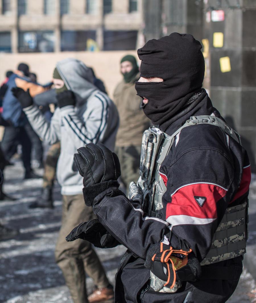 Два человека погибли в столкновении жителей Харькова с радикалами из «Правого сектора»