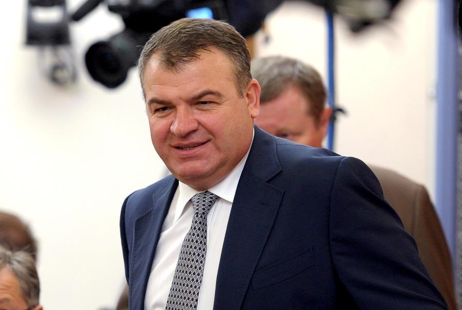 Анатолий Сердюков попадает под амнистию при любом обвинении