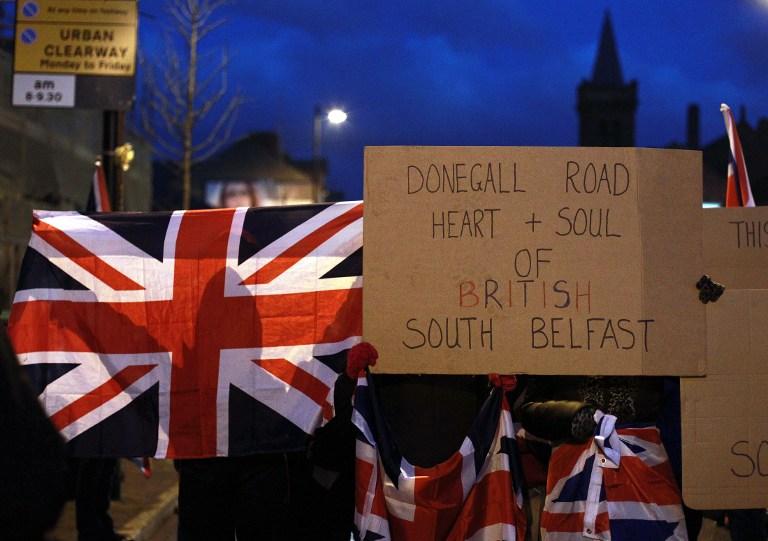 В Белфасте протестующие открыли огонь по полицейским