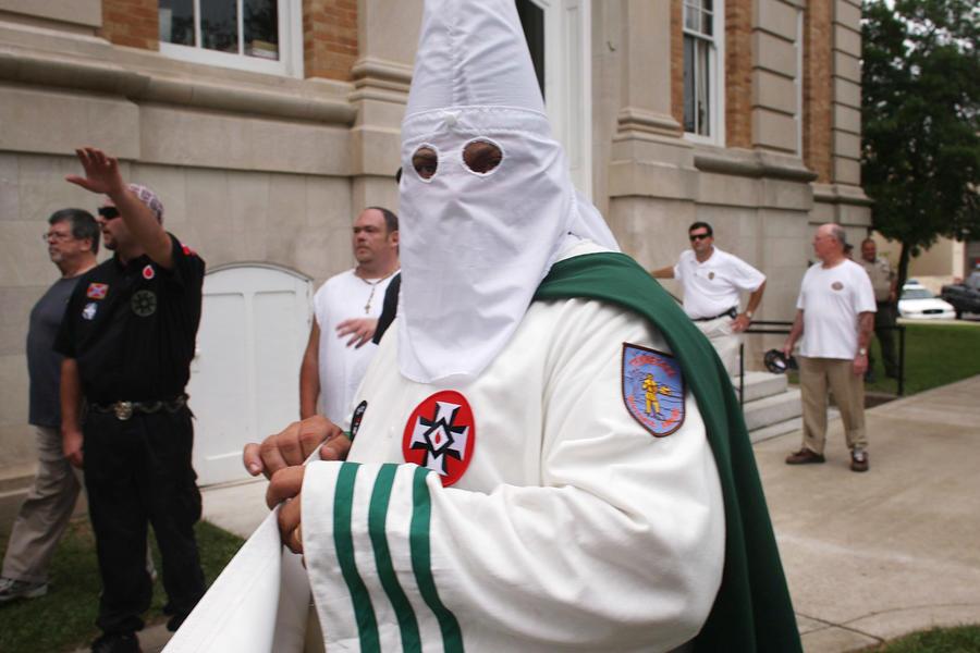 Замначальника городской полиции во Флориде уволен за принадлежность к «Ку-клукс-клану»