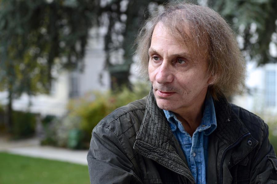 Мишель Уэльбек приостановил продвижение книги об исламизации Франции