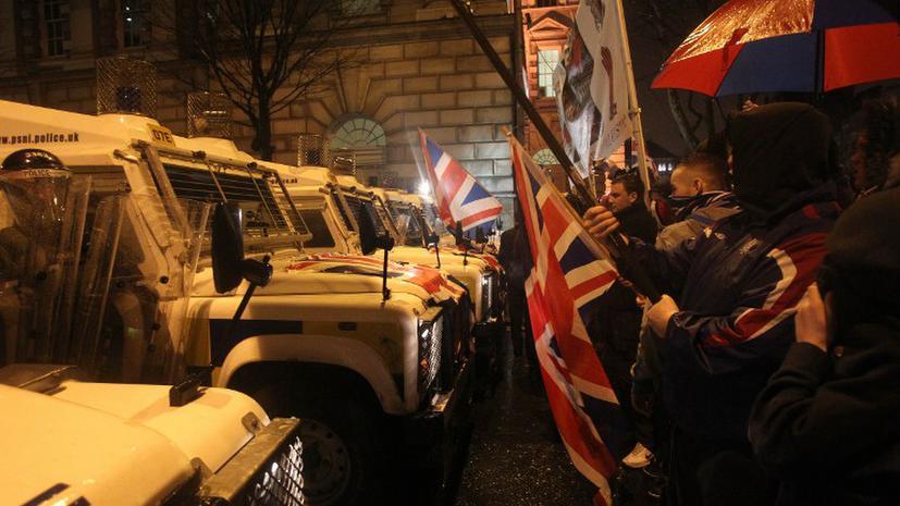 Беспорядки из-за британского флага сотрясают Белфаст пятую ночь подряд