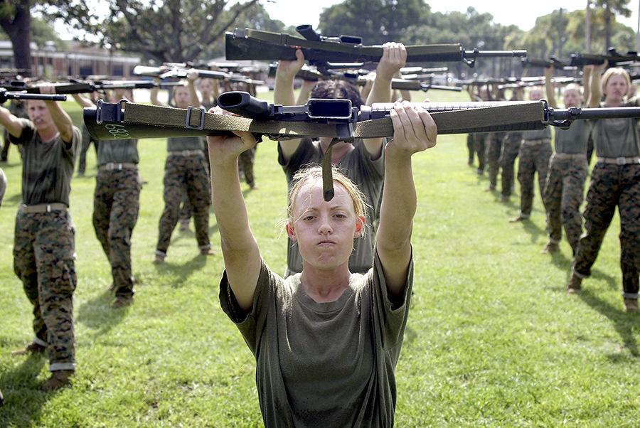 Пентагон разрешит женщинам участвовать в боевых операциях
