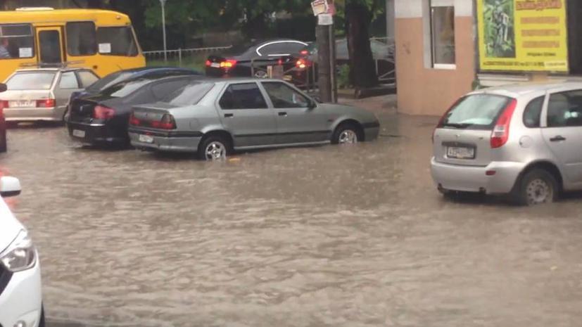 Проливной дождь привёл к наводнению на улицах Симферополя