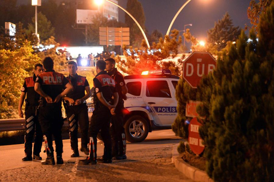 В Анкаре неизвестные обстреляли полицейский участок, 1 подозреваемый убит при задержании