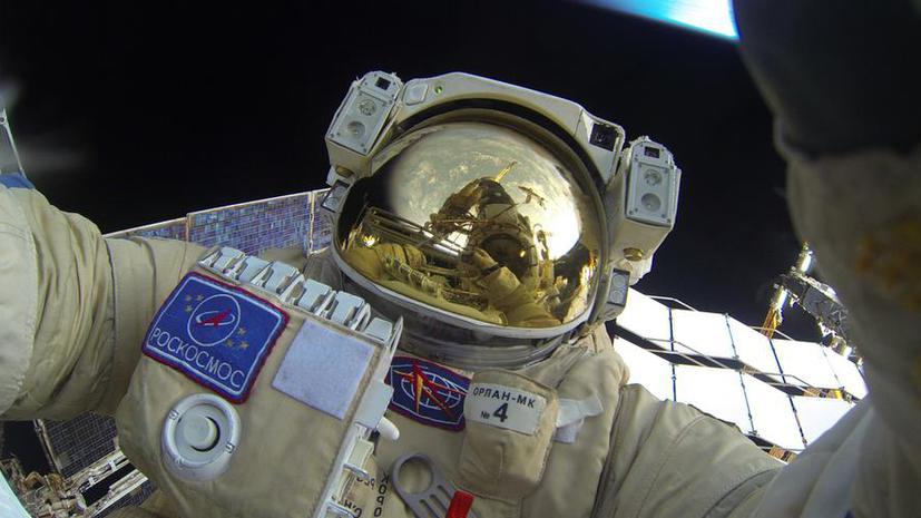 Космоселфи: российские космонавты выложили в сети фото выхода в открытый космос