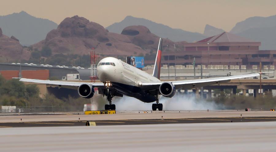 Британские учёные изобрели «самовосстанавливающиеся» крылья для самолётов
