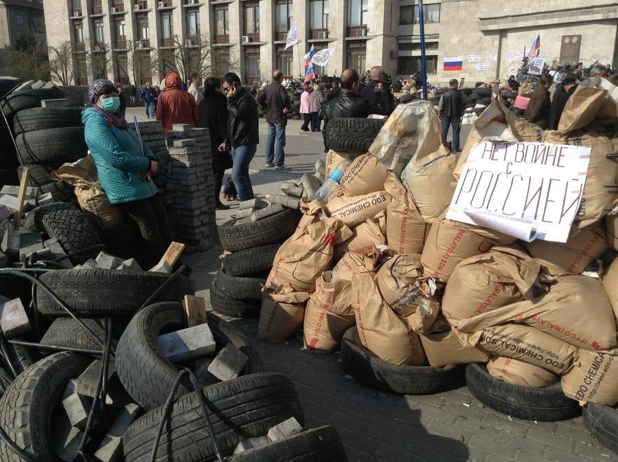 В Донецке у здания обладминистрации проходит митинг сторонников федерализации Украины - прямая трансляция