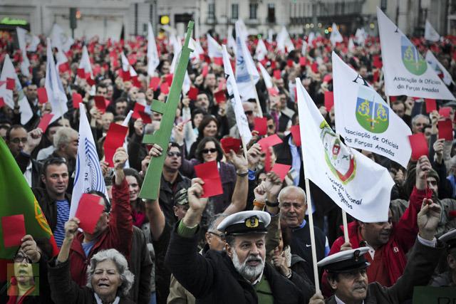 Португальские военные устроили марш протеста в Лиссабоне