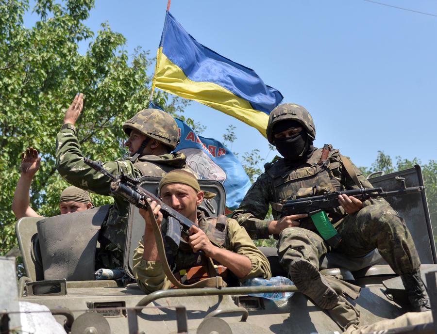 Зерновой комбайн вместо «Града»: журналист Bloomberg описал пребывание в плену у украинских военных