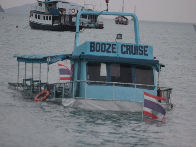 Катер «Пьяный рейс» затонул в Таиланде с 19 россиянами на борту