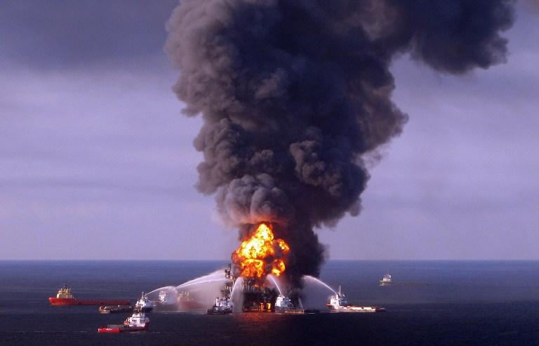 В Мексиканском заливе опять взорвалась нефтяная платформа