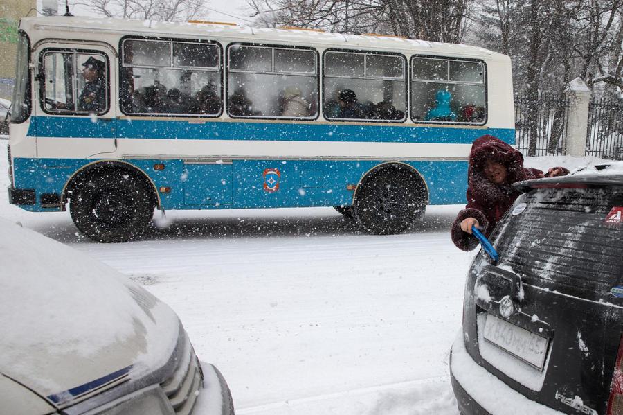 На водителя в Братске завели уголовное дело: он вытолкнул ребенка из автобуса на мороз