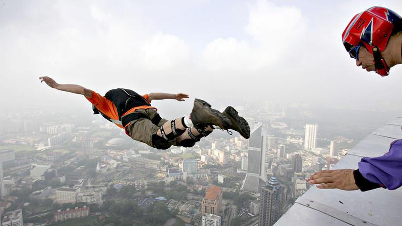 Нелетная погода: В Москве отменен рекордный прыжок с башни в «Москва-Сити»