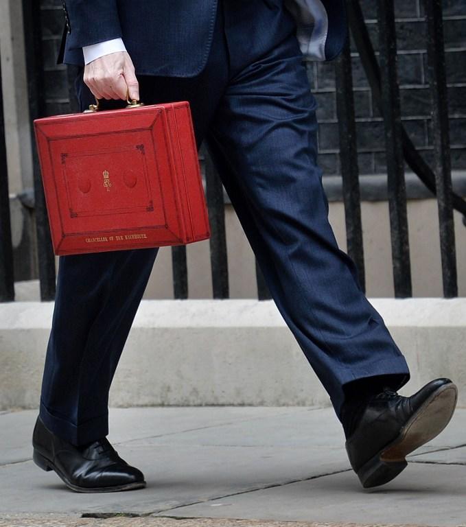 Британское правительство потратило сотни тысяч фунтов на дорогие автомобили, парковку и PR