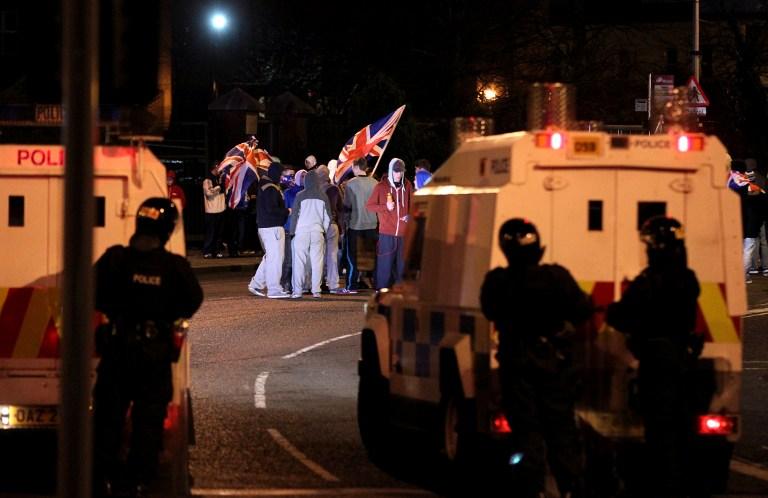 Сторонники «Юнион Джека» атаковали ирландских полицейских