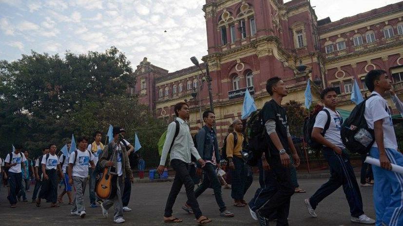 В Мьянме отменили действовавший 25 лет запрет на массовые собрания