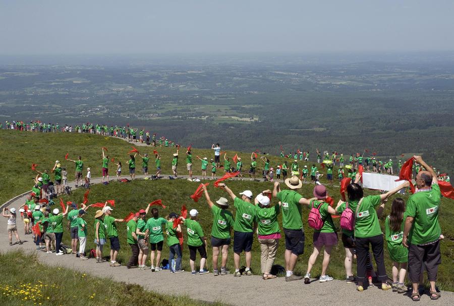 Сторонники независимости Страны Басков выстроились в цепь длиной 123 км
