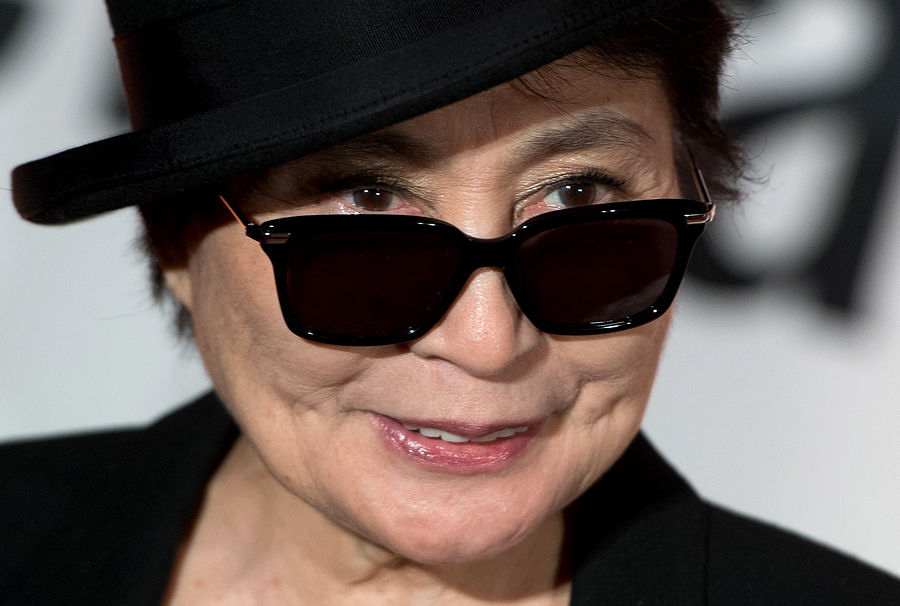 Йоко Оно вручила Ассанжу премию за мужество в искусстве