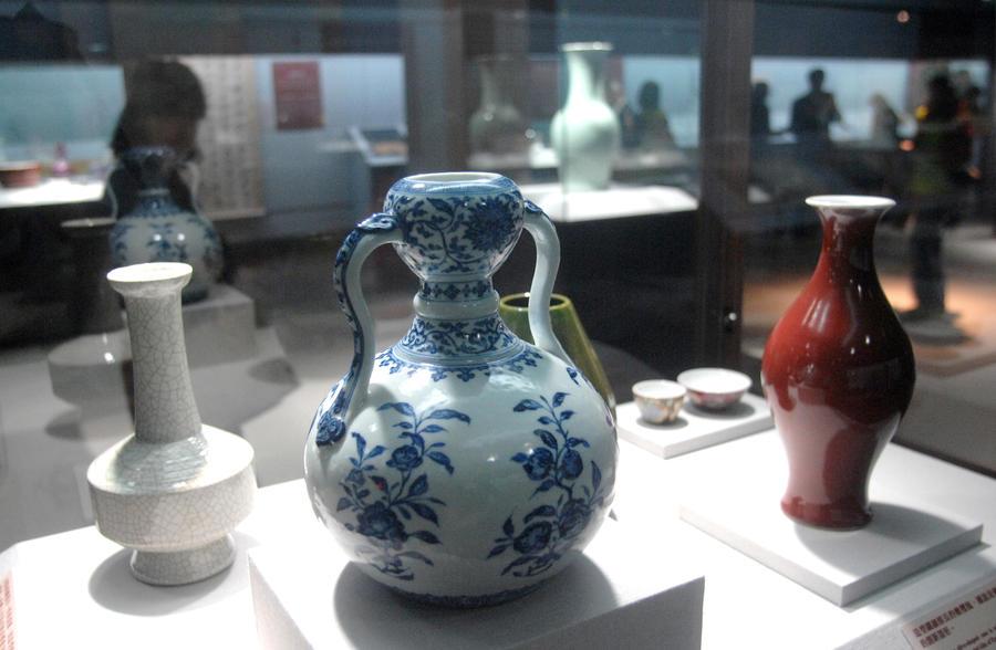 В китайском музее обнаружили почти 40 тыс. поддельных экспонатов
