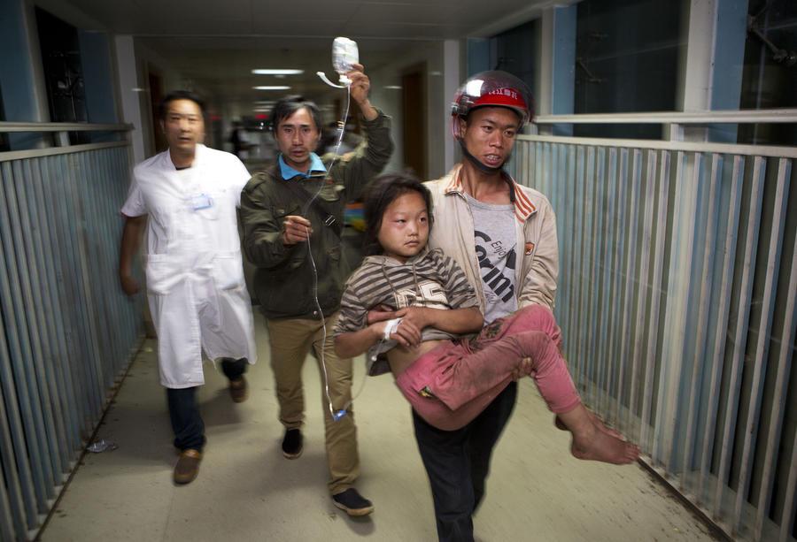 Землетрясение на юго-западе Китая: сотни погибших, около 2 тыс. раненых