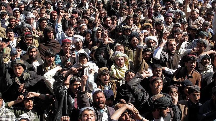 Толпа афганских трудовых мигрантов напала на консульство Ирана, есть жертвы