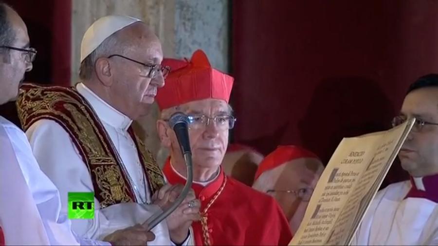 Новый Папа родился в семье мигранта и не любит лимузины