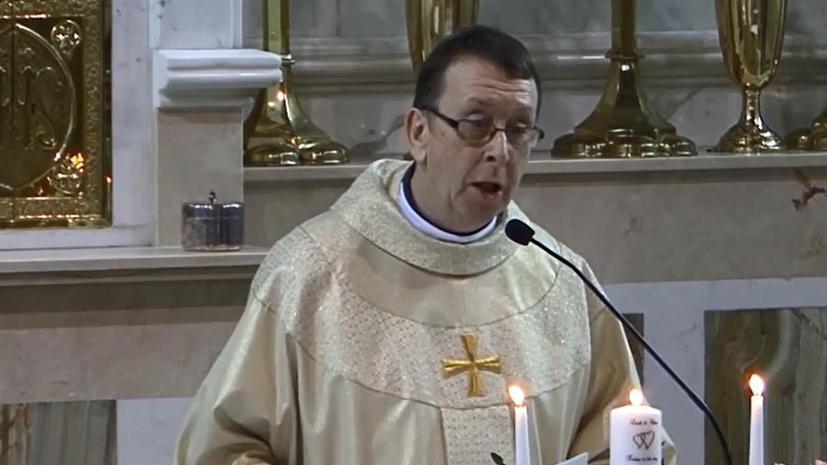 Поющий ирландский священник собрал десятки тысяч лайков в интернете
