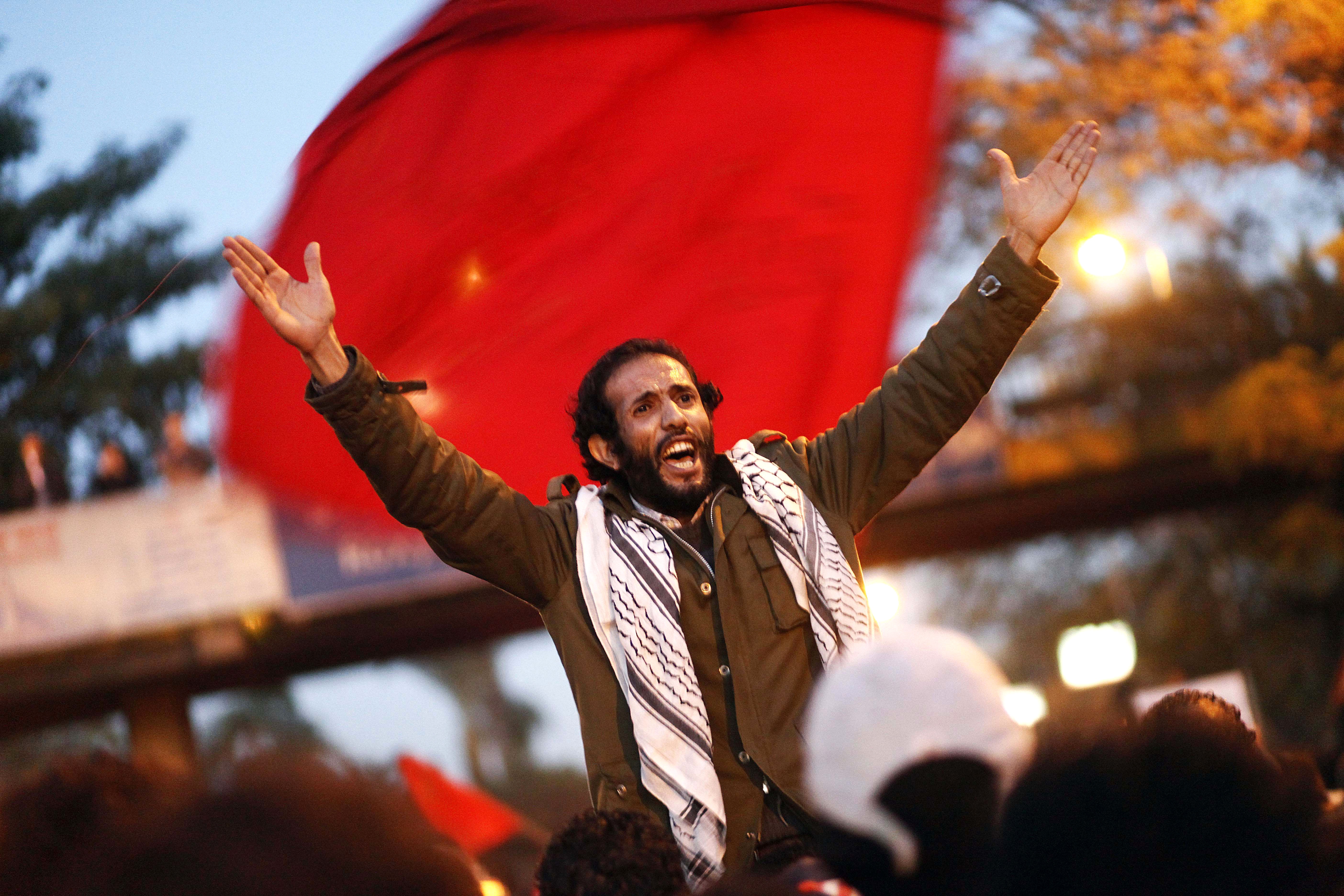 Египетская оппозиция показала Мурси «красную карточку»