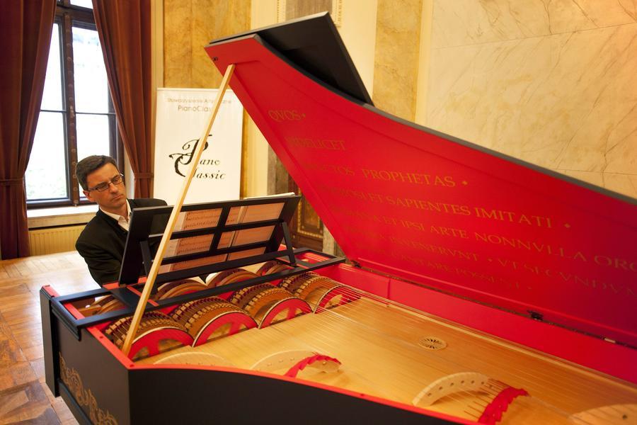 Польский пианист создал уникальный инструмент по чертежам Леонардо да Винчи