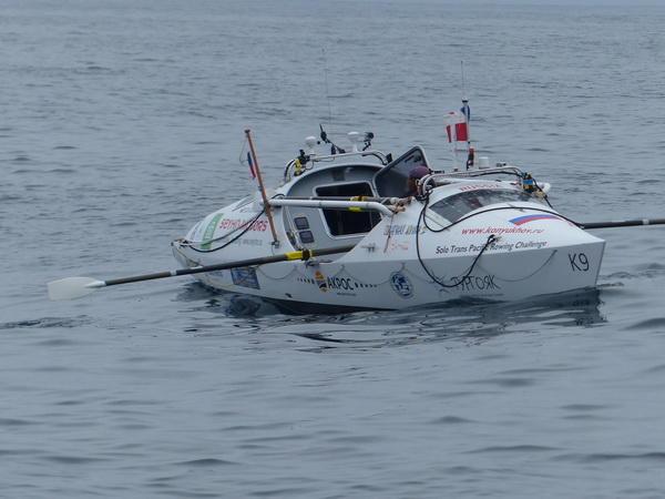 В плавании через Тихий океан Фёдора Конюхова сопровождает акула