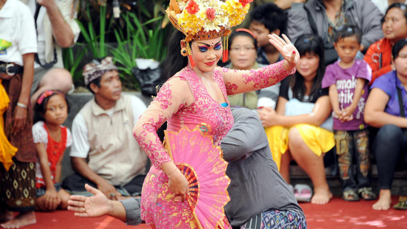 В Индонезии женщинам запретили работать секретарями, чтобы не искушать мужчин