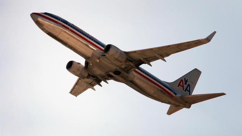 Самолет совершил вынужденную посадку на Аляске из-за попытки пассажирки повеситься в туалете