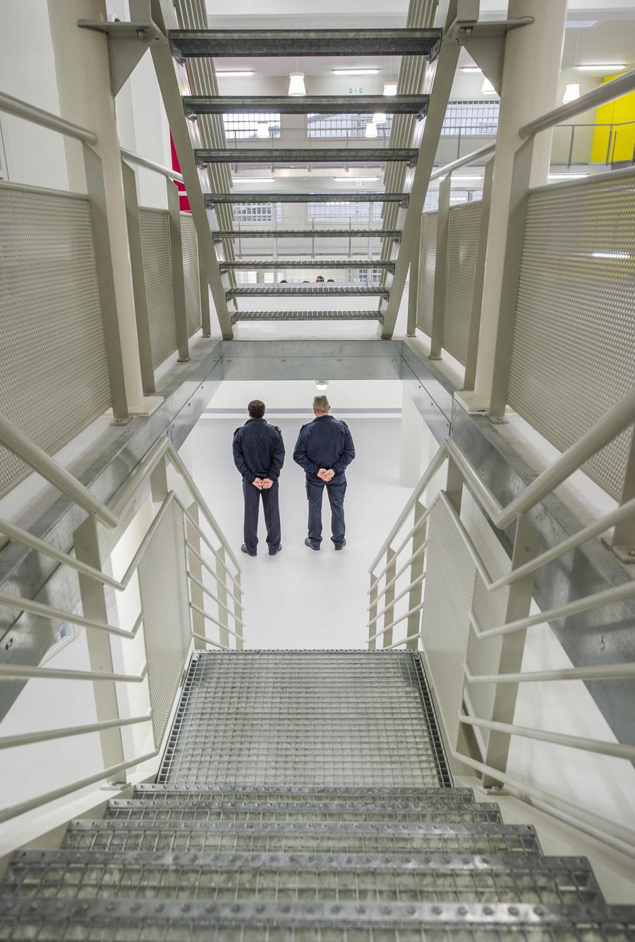 Тюремные надзиратели в США использовали слезоточивый газ против душевнобольных заключённых