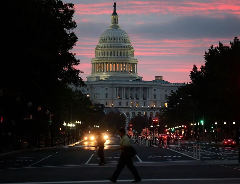 Власти США выделили $2 млрд на компенсации госслужащим