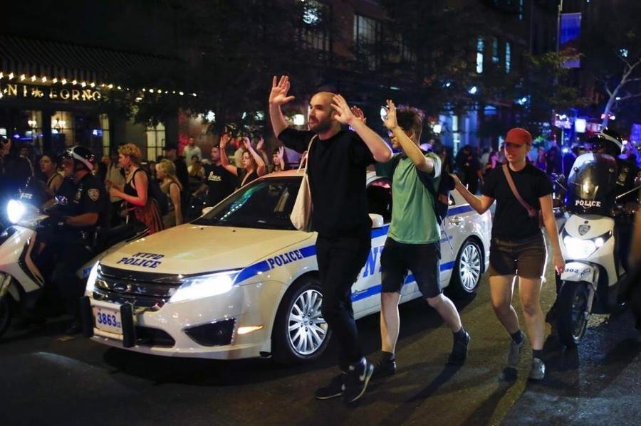 Ситуация в Фергюсоне стабилизировалась, но протесты продолжаются по всей Америке
