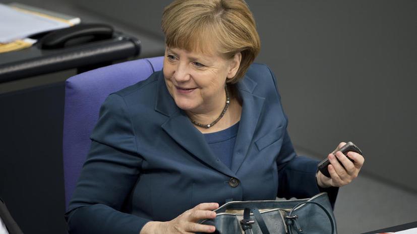 СМИ: Для АНБ не составит труда взломать новый «защищённый» мобильный телефон Ангелы Меркель