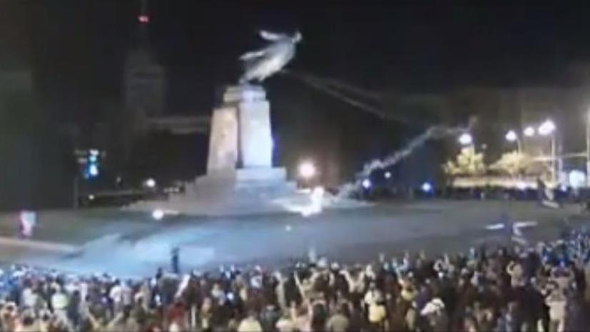 В Харькове вандалы снесли самый большой на Украине памятник Ленину