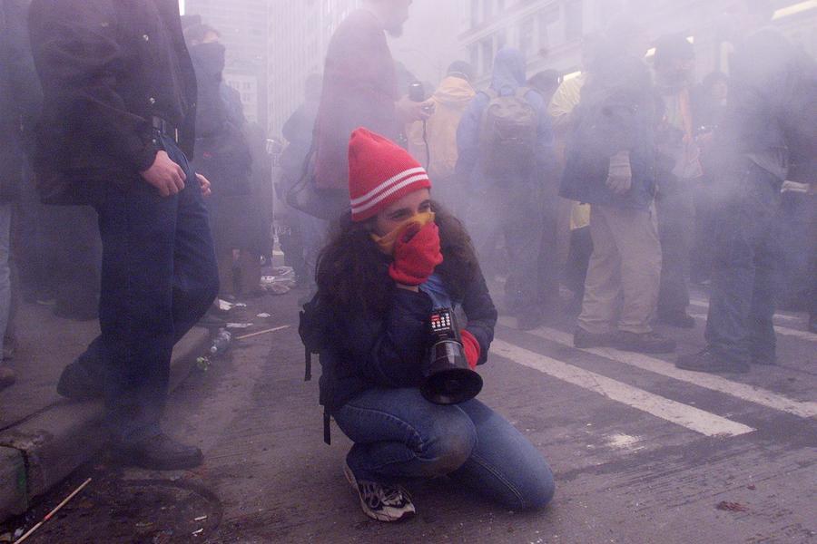 Американский полицейский прыснул перечным газом в лицо сыну своей подруги за то, что тот прогулял школу