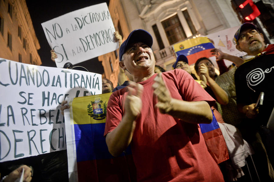 В Венесуэле продолжаются акции противников и сторонников Николаса Мадуро