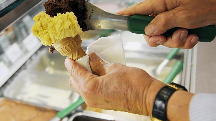 Британских туристов, заплативших за четыре мороженых €64, пригласили вернуться в Рим