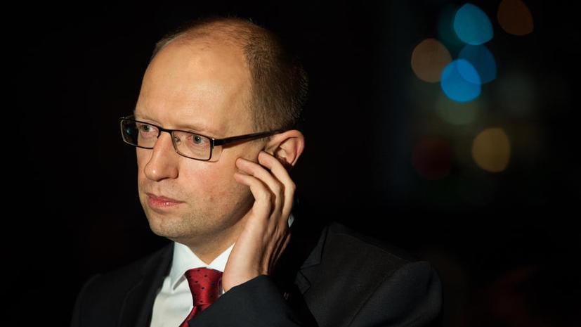 Яценюк: Украине не стоит торопиться с введением визового режима с Россией